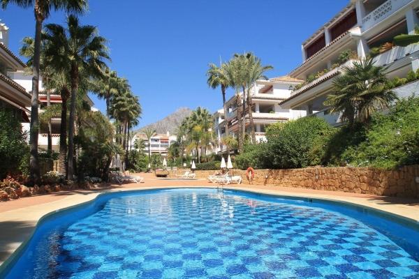 2 Bedroom2, Bathroom Apartment For Sale in Las Cañas Beach, Marbella Golden Mile