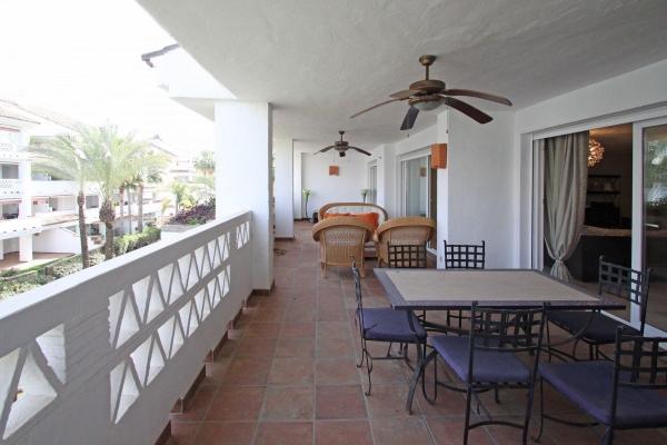 Sold: 5 Bedroom, 3 Bathroom Apartment in Las Cañas Beach, Marbella Golden Mile