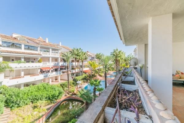Sold: 5 Bedroom, 4 Bathroom Apartment in Las Cañas Beach, Marbella Golden Mile