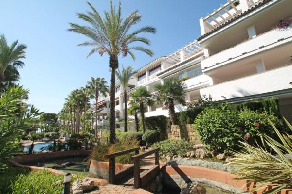 Sold: 2 Bedroom, 2 Bathroom Apartment in Las Cañas Beach, Marbella Golden Mile