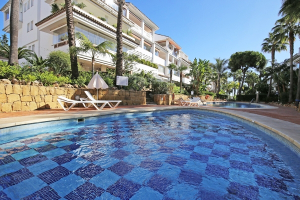 2 Bedroom, 2 Bathroom Apartment For Sale in Las Cañas, Marbella